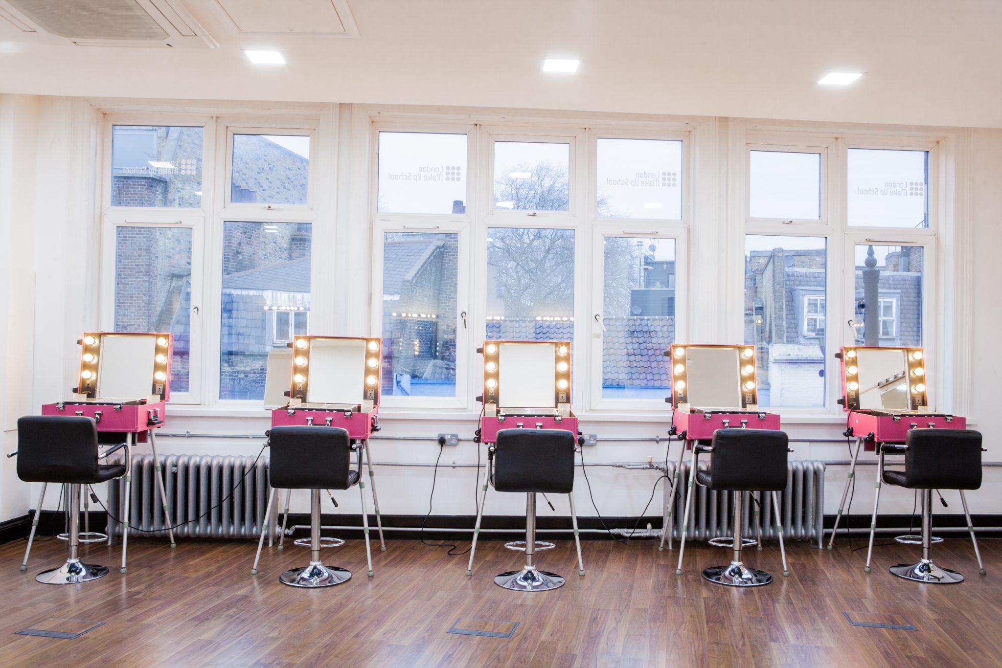 London Makeup School Saubhaya